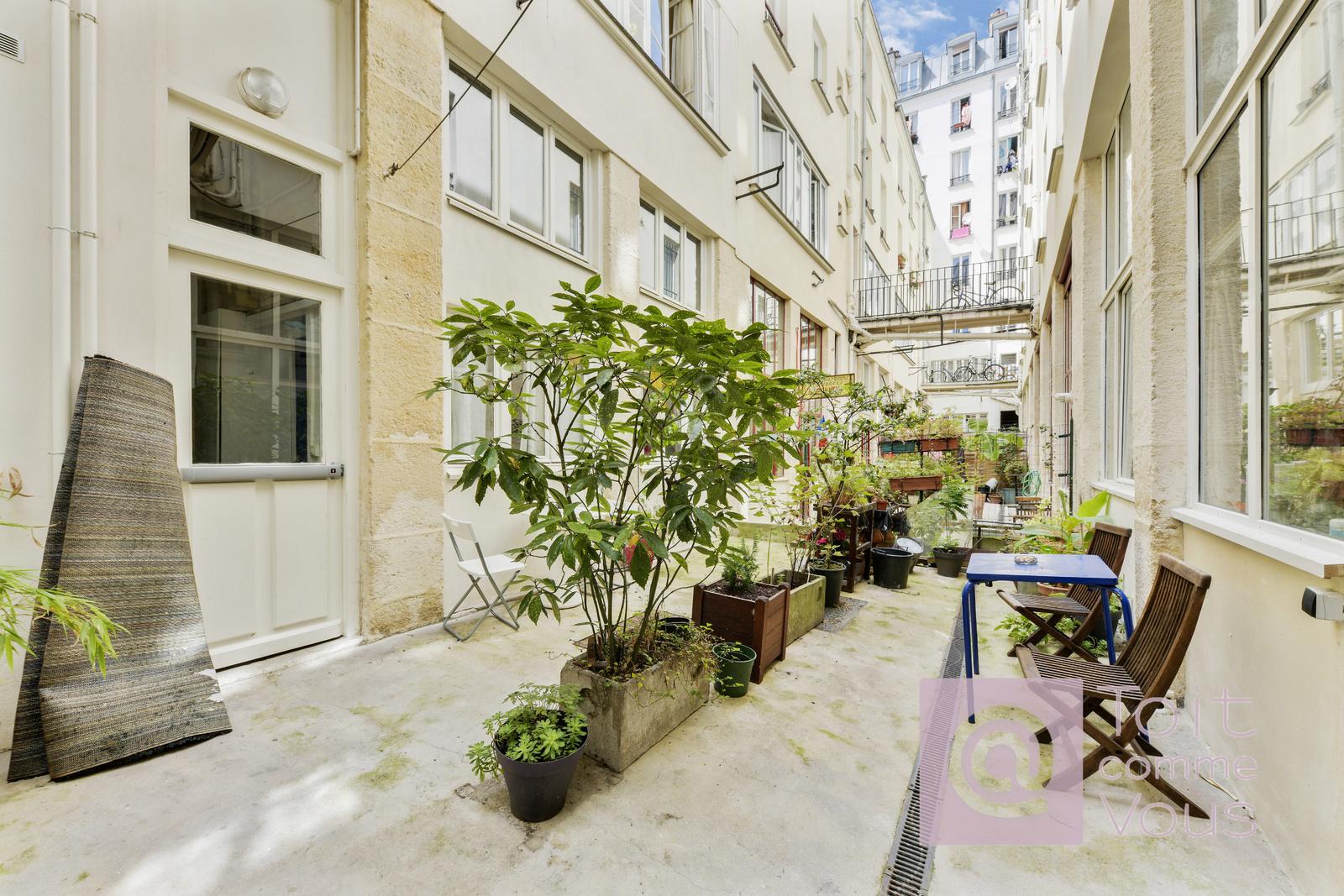vente Loft avec mezzanine sur cour avec terrasse à Ménilmontant